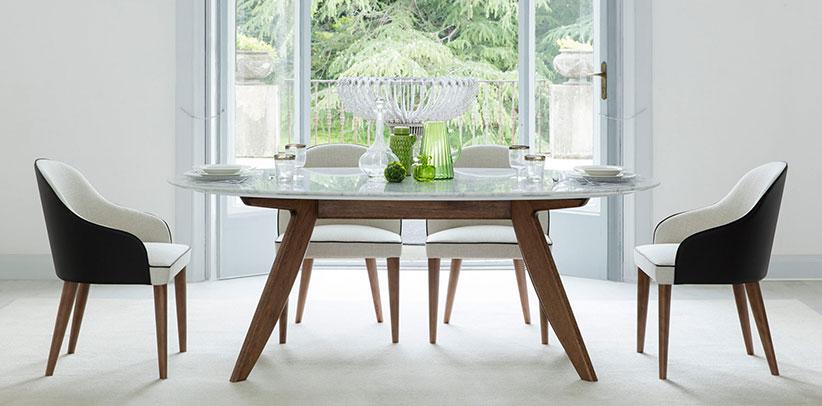 Tavolo ovale Ring e sedia Judy con gambe in legno