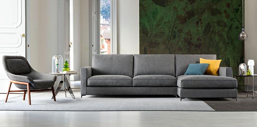 divano con piedini alti in metallo jimmy nuova collezione berto salotti