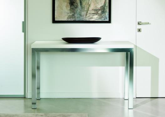 Consolle estendibile royal con struttura in alluminio for Consolle moderne in pelle
