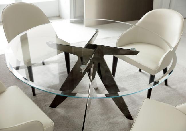 Tavolo da pranzo rotondo o rettangolare tutto su for Tavolo cristallo rotondo design