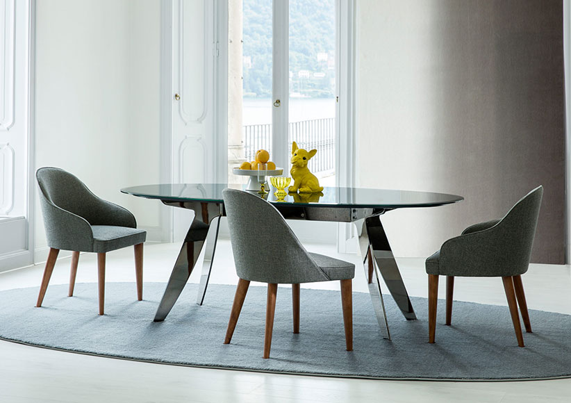 Ring cristal table and judy chairs