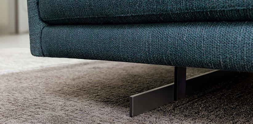 piedini design divano dee dee acciao goffrato nero opaco