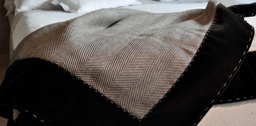 plaid cachemire loro piana interiors en la coleccion textil berto