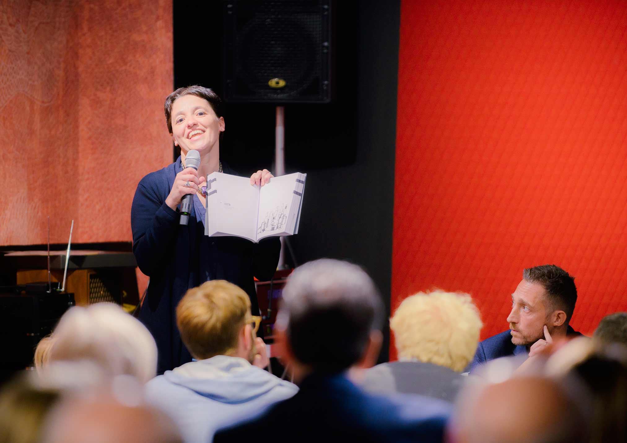 Ivana Pais alla presentazione a Meda del libro Lo Spirito del 74 - BertO