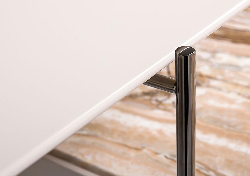 tavolino riff con struttura in acciaio cromato nero lucido