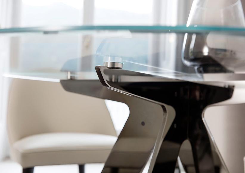 Tavolo da pranzo ring con gambe di design acciaio cromato nero lucido