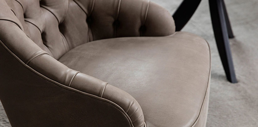 Vanessa capitonné leather armchair made to measure